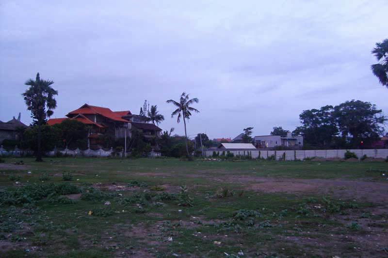 Tampak Depan Lokasi Tanah Di Batu Belig yang Dijual