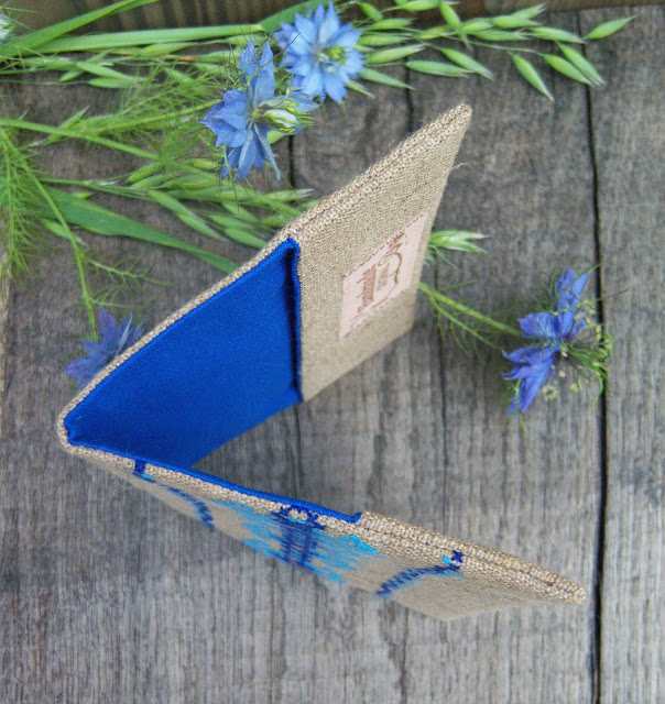 вишита синя обкладинка