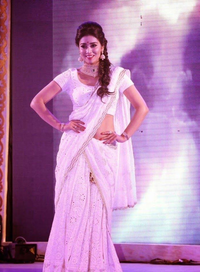 http://3.bp.blogspot.com/-OKGBmrnXdfU/Uy_1-sWi7vI/AAAAAAAAnEk/ahKNyNdZkCE/s1600/Shriya+Saran+at+GR8!+Women+Awards+2014+Hot+Images+(4).jpg