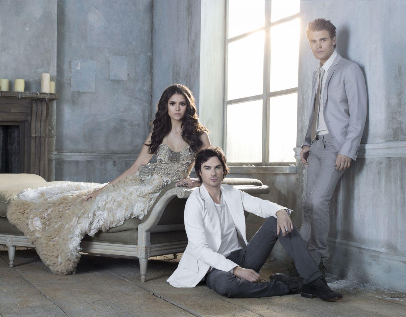 http://3.bp.blogspot.com/-OKW6AhhTNic/Tq27kg8duII/AAAAAAAAAIw/Yx6xu27HltQ/s1600/The-Vampire-Diaries-Season-3-Cast-Promotional-Photo-HQ-damon-and-elena-24830975-1381-1080.jpg