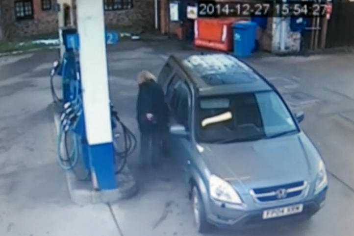 Genius Driver Can't Figure out Which Side Petrol Cap Is on