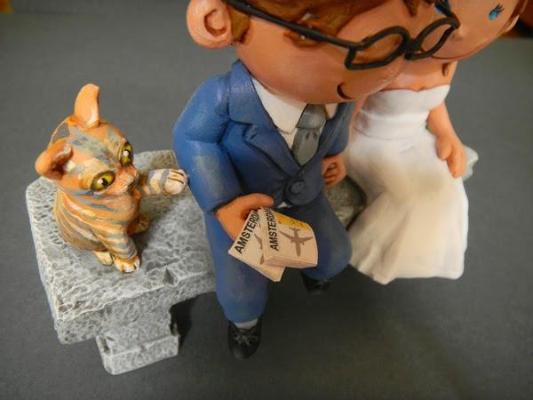 cake topper personalizzati viaggiatori con gatto statuine divertenti idee regalo orme magiche