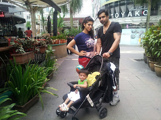 Sana Fukher with her family, in Malaysia - Pakistan Celebrities