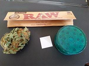 Comment-Rouler-Un-Joint-Grinder-cannabis