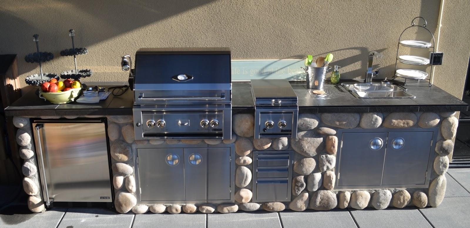 concrete outdoor kitchen diy here are the final pictures of recent outdoor kitchen located on penthouse rooftop patio in kelowna overlooking okanagan lake mode concrete outdoor kitchen contractors mode concrete kelowna bc