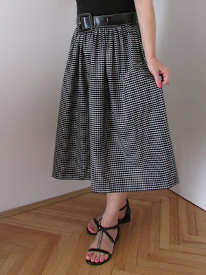 http://ladylinaland.blogspot.com/2015/08/gathered-midi-skirt.html