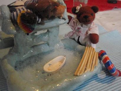 """""""water"""" in dollhouse/ Wasser im Puppenhaus"""