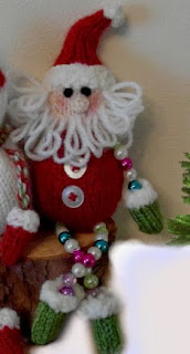 http://www.ravelry.com/patterns/library/santa-and-snowman-bead-legs