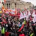 Miles de alemanes repudian racismo y violencia hacia refugiados