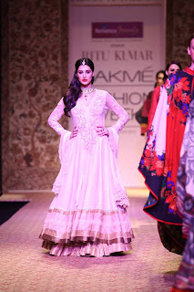 Nargis Fakhri walks the ramp for Ritu Kumar at LFW Winter-Festive