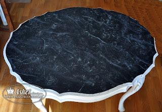 efekt marmuru na stole
