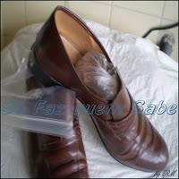 Como alargar sapatos apertados, usando a propriedade física da água que, ao congelar aumenta de volume