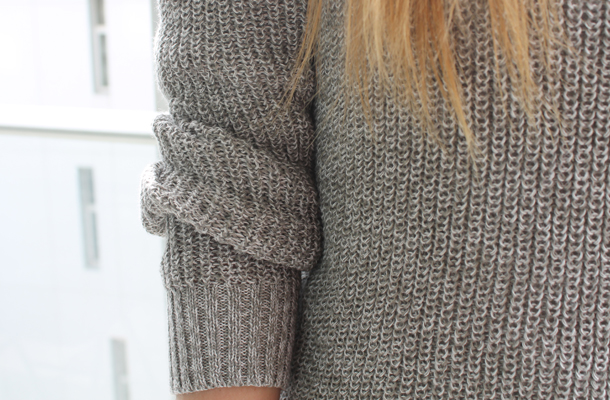 Sweet Monday, UK fashion and lifestyle blog, Uniqlo grey knit jumper, Wrangler Hi Pins