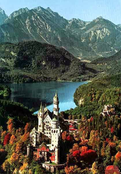 Autumn-in-Neuschwanstein-Castle-Bavaria-Germany