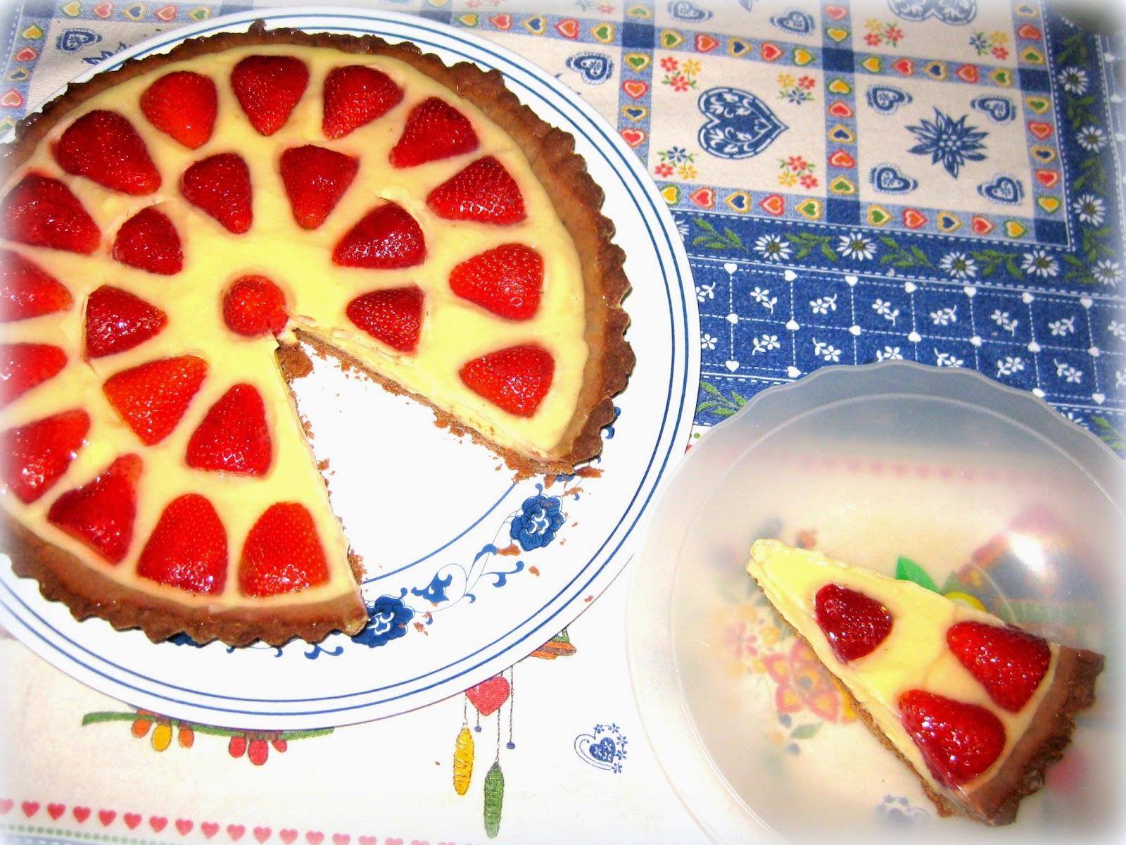 La ricetta della Crostata di Fragole con la Crema è una versione super buona di una crostata classica. Ricca nel sapore e davvero golosa.