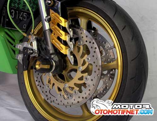 Modifikasi Kawasaki Ninja RR Mono Bergaya Moge