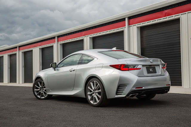 Rear 3/4 view of 2015 Lexus RC350