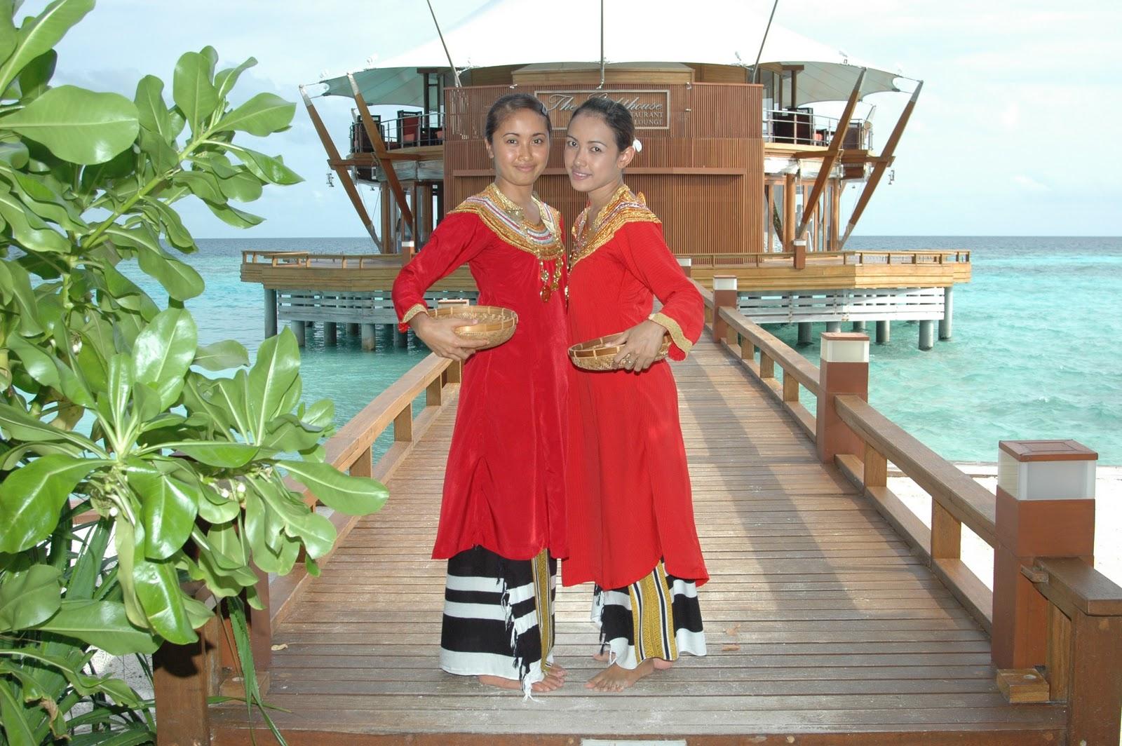 Wear it with &;mundu&; (sarong in maldivian languange)
