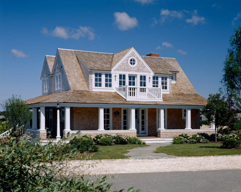 Spotted from the crow 39 s nest beach house tour cape cod for Traditional beach house designs