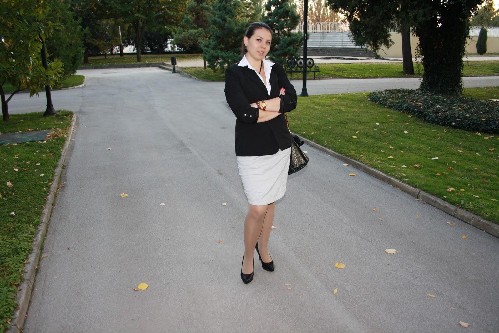 Fabulous Dressed Blogger Woman Glamour Girl