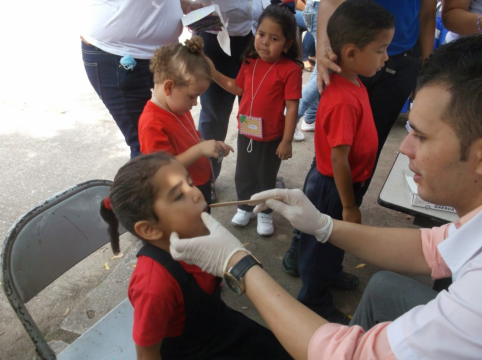 Odontologo Cubano Barrio Adentro Muy colaborador.