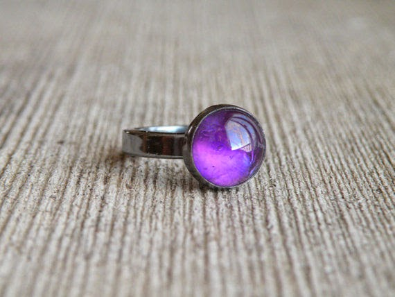 http://www.meshedesigns.com/collections/gemstone-rings/products/amethyst-ring--2
