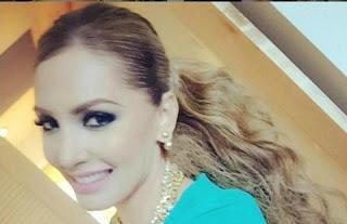 """A cantora mexicana Patricia Navidad passou por uma situação, no mínimo, constrangedora. Ao vivo no programa de tevê """"Despierta America"""", a moça deixou cair um objeto branco, que estava entre suas pernas. Para bom entendedor, as imagens deixam bem claro que se tratava de um absorvente."""