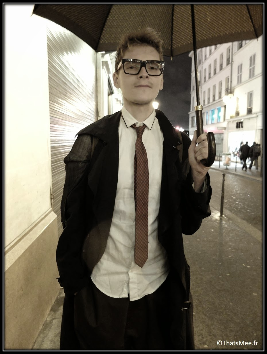 ootd street style #fwis veste longue hommes Galliano, pantalon sarouel hommes Galliano, cravate fine Hugo Boss rouge, Timberland hommes, maxi parapluie Louis Vuitton XXL, montre Hermès 3 cadrans Hommes