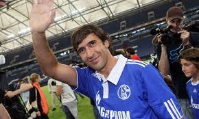 Raul wearing Schalke 04 jersey