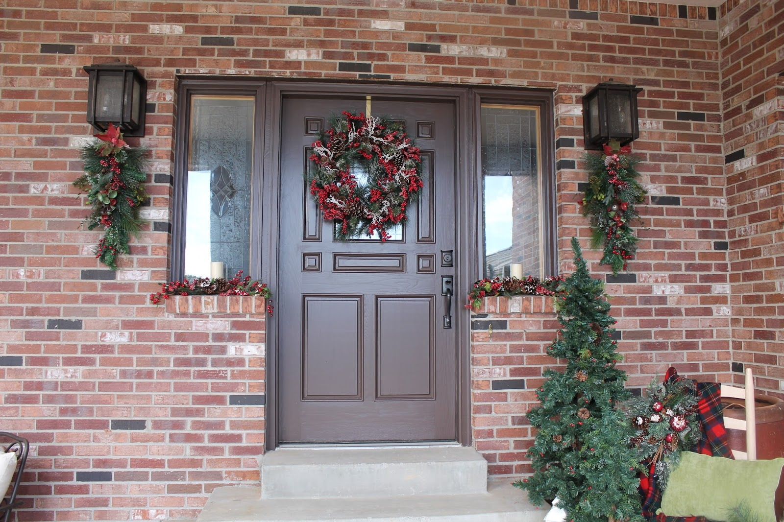 southern seazons christmas front porch 2015. Black Bedroom Furniture Sets. Home Design Ideas