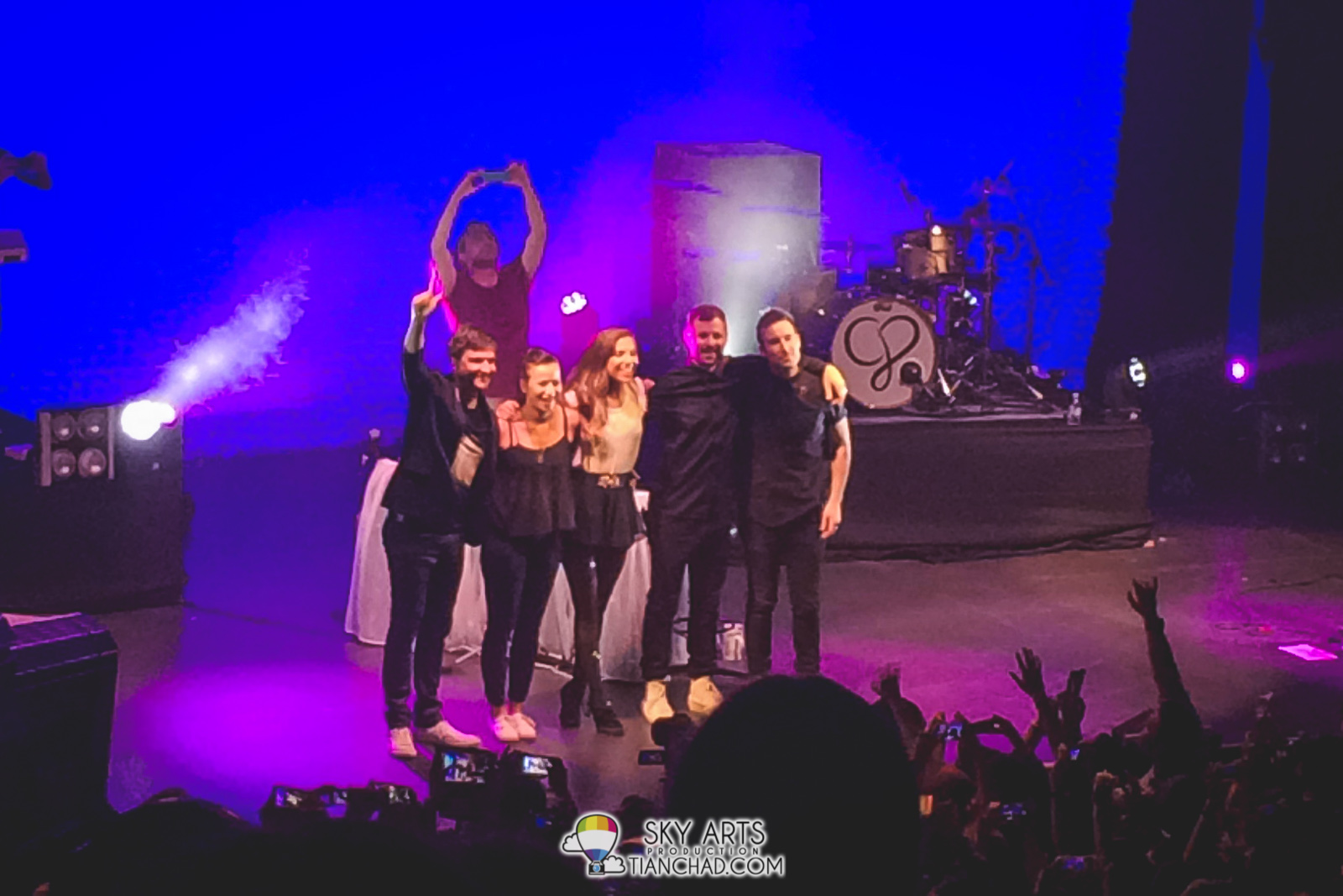 A little group photo of Christina Perri and the band  thanking Malaysia awesome fans =D