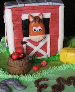 Horse Stable Cake Tutorial