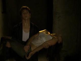 Cena em que Ryan carrega Marissa após ela morrer no fim da terceira temporada de The O.C.