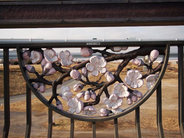 江北橋の五色桜彫刻
