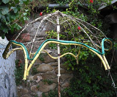Joan seriny como decorar un estanque en trencad s - Como hacer una sombrilla para jardin ...