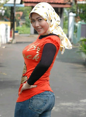 hijab showing boobs