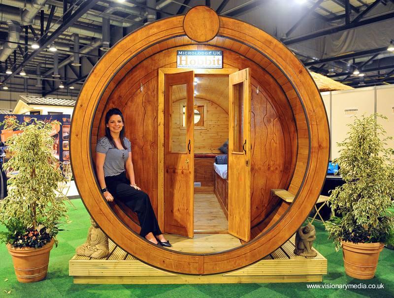 Arquitectura de casas: cabinas cilíndricas de madera para vacaciones.