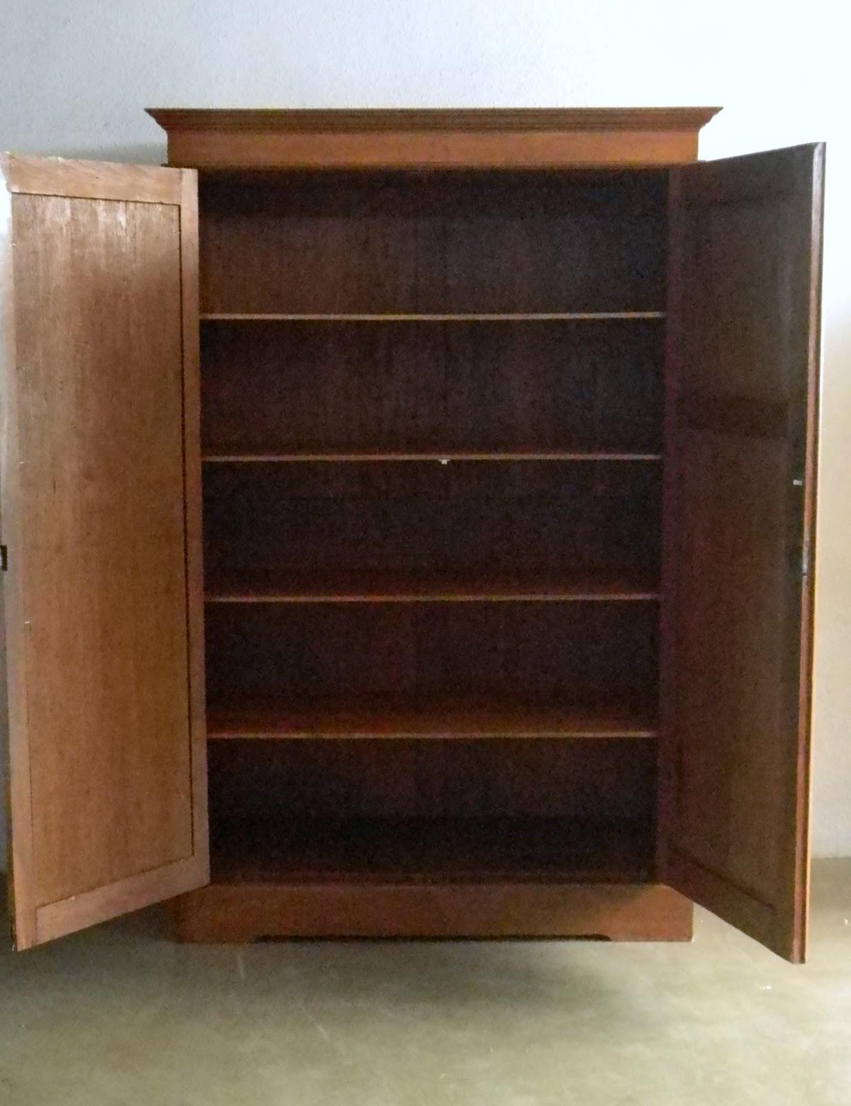 http://3.bp.blogspot.com/-OPyzFEbMtcA/UNgUS2kcJwI/AAAAAAAANls/VJ33VwknbPE/s1600/wardrobe+antique+2.JPG