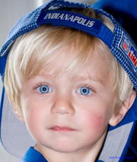 اجمل عيون زرقاء ولد
