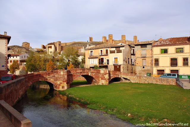 rio Gallo con puente viejo y castillo de Molina de Aragón