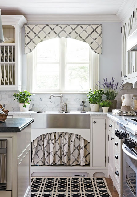 Skirted Sink Kitchen : Eye For Design: Decorating With Skirted Kitchen Cabinets and Sinks