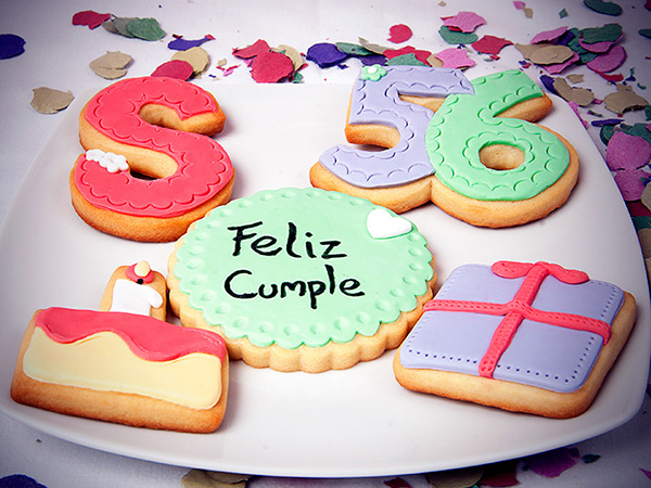 galletas decoradas con fondant: ¡feliz cumple!