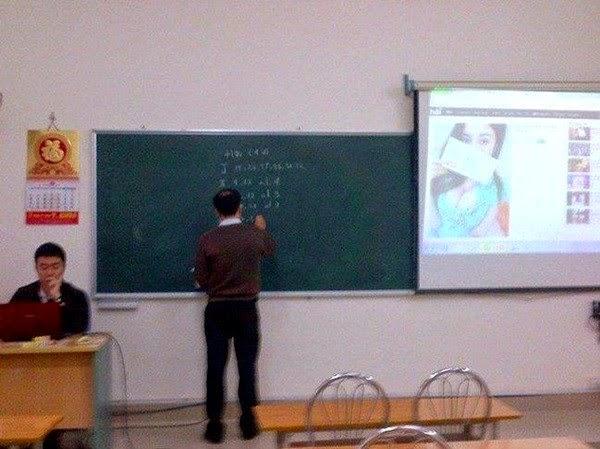 """Thầy giáo cũng nghiện lướt """"Hàivl.com…""""?"""