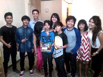 COmate INDONESIA: Bastian CJR Di cium Di Ultah ke 13