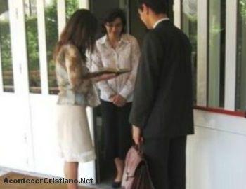 Testigos de Jehová comunicando mensaje