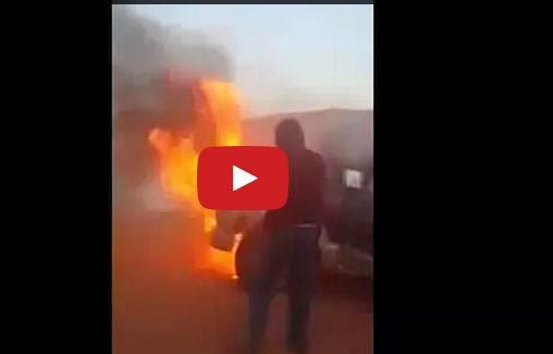 شاهد ماذا فعل هؤلاء السعوديون لإطفاء هذه السيارة المشتعلة !!