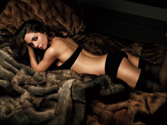Eliza Dushku sexy in lingerie