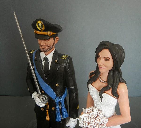 sposi sulla torta nuziale cake topper sposo in alta uniforme orme magiche