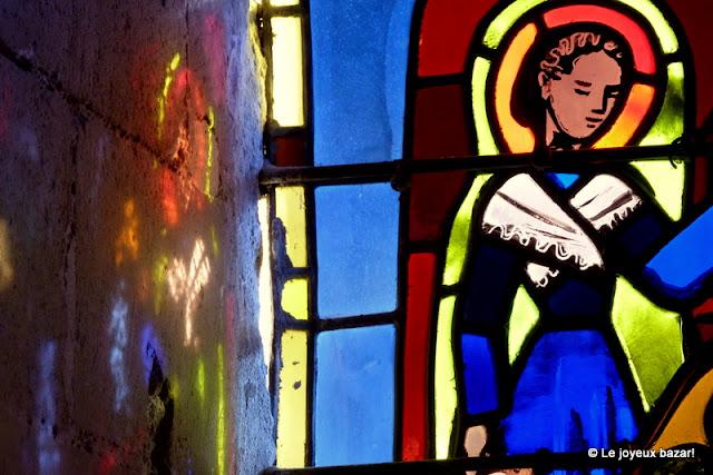 Senlis - cathedrale - vitraux et reflets