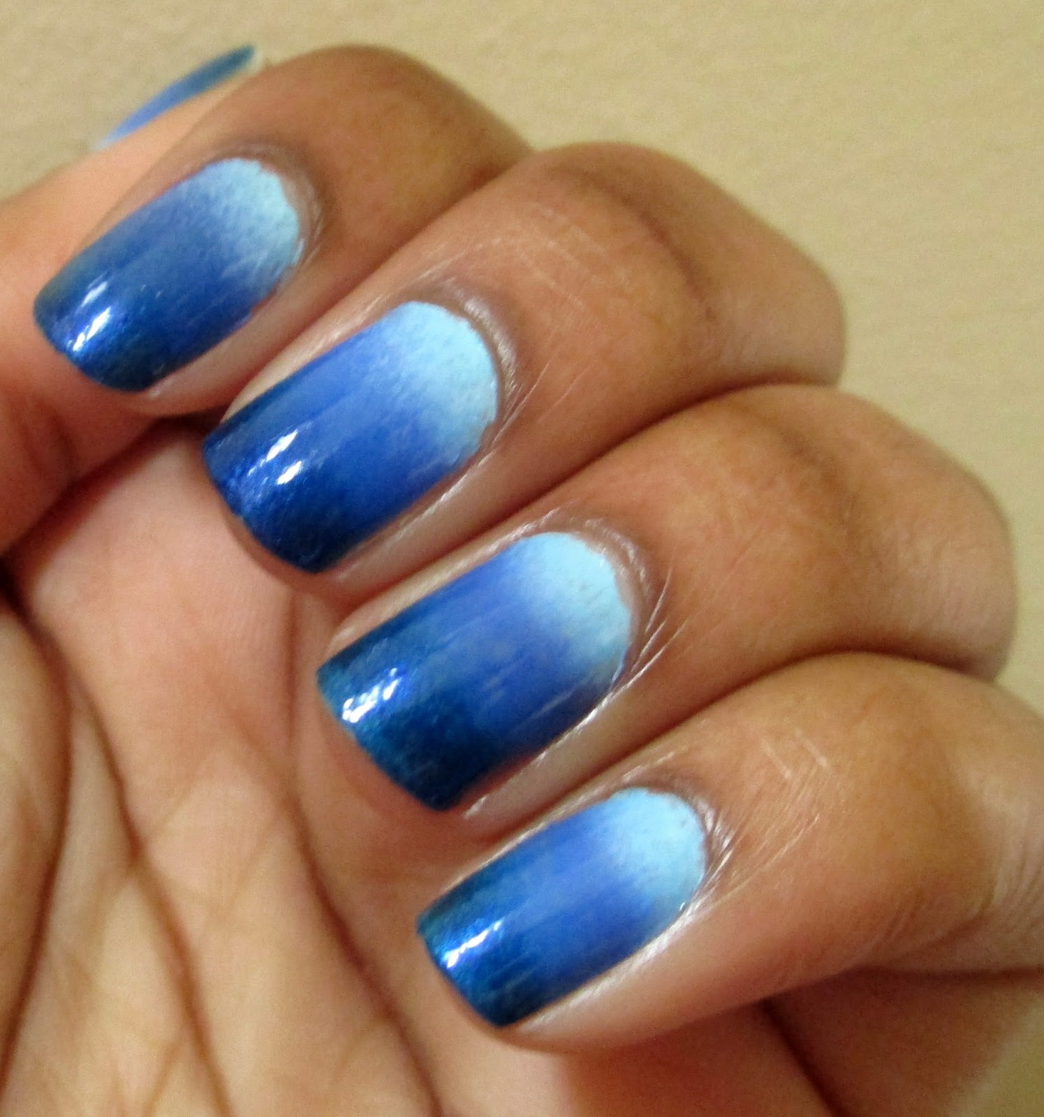 NOTD: Blue Ombre Nails